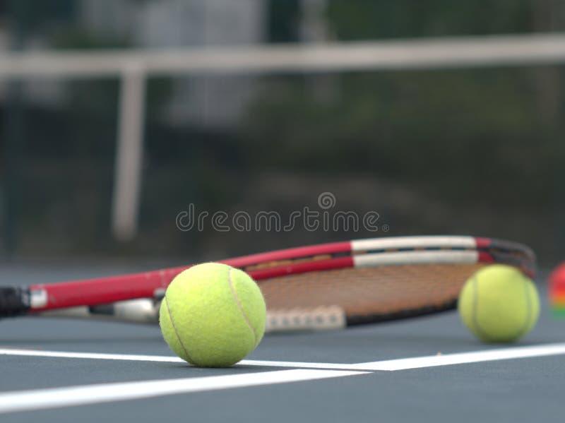 Bola de tênis da raquete de tênis fotografia de stock
