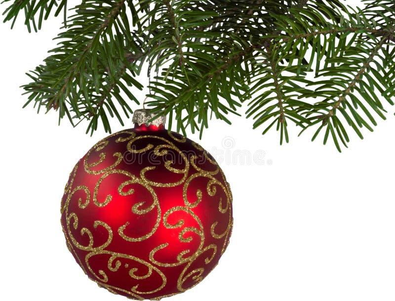 Bola decorativa do Natal brilhante vermelho que pendura sobre foto de stock royalty free