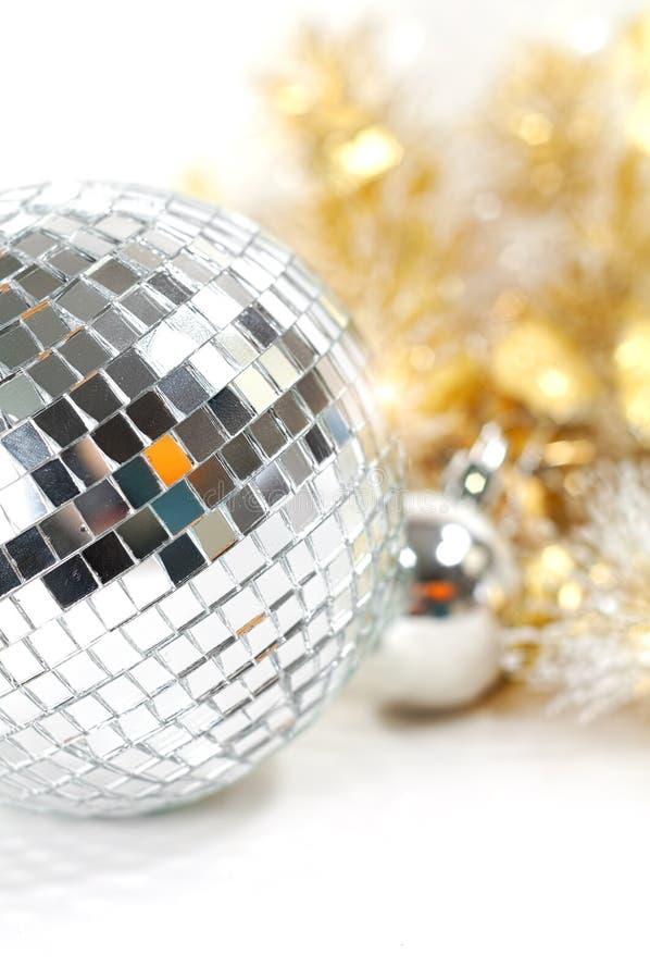 Bola del disco con la decoración de la Navidad fotografía de archivo