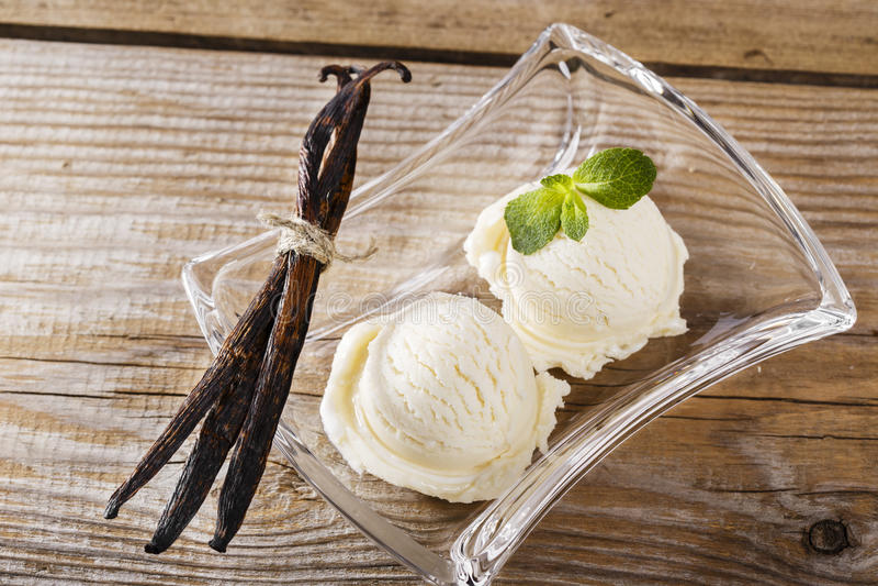 Bola del helado de vainilla fotografía de archivo libre de regalías