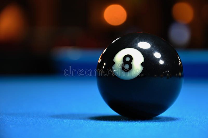 Bola del negro ocho imagen de archivo