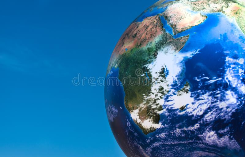 Bola del planeta del concepto del Día de la Tierra sobre el cielo azul imagen de archivo libre de regalías