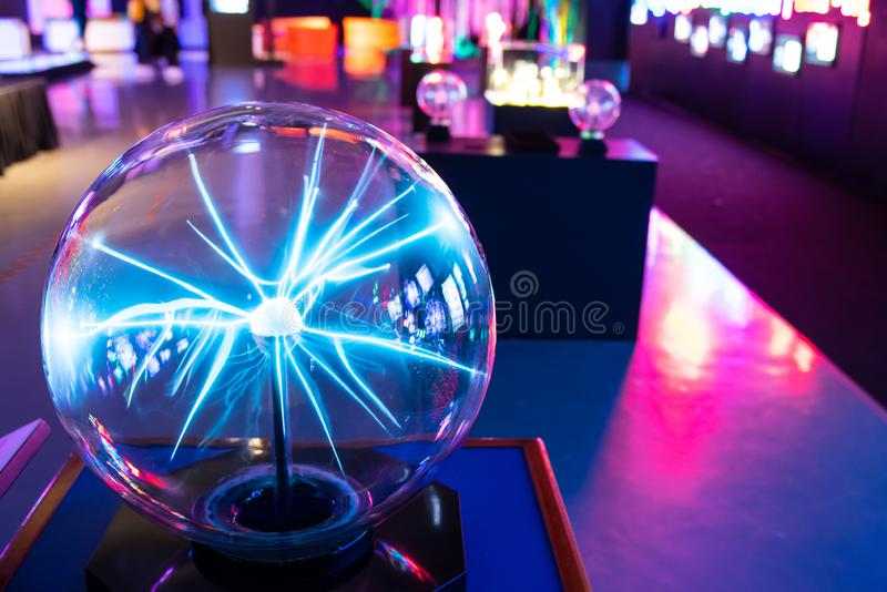Bola del plasma en museo fotografía de archivo libre de regalías