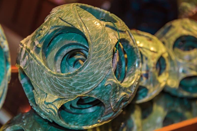 Bola do jade da lembrança na exposição para a compra em uma fábrica do jade no Pequim China imagem de stock royalty free