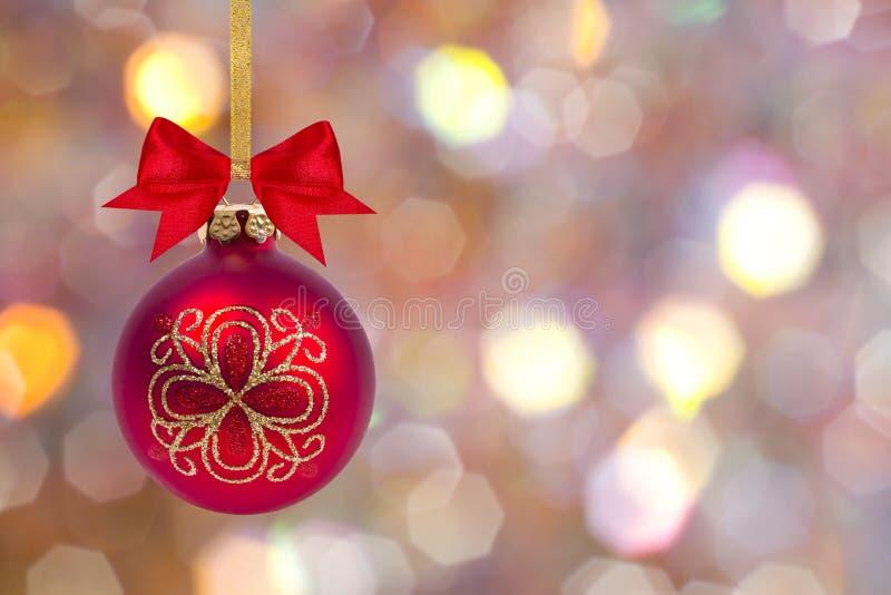 Bola do Natal com curva e fita imagens de stock royalty free