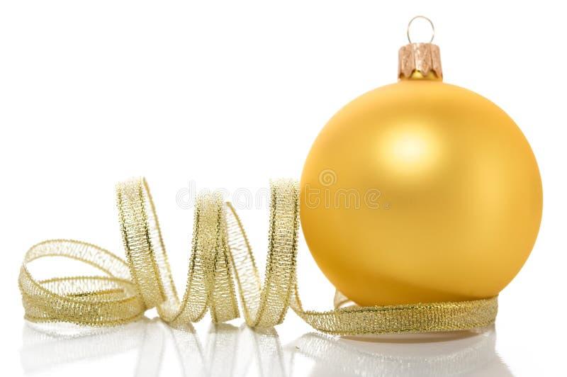Bola dourada do xmas foto de stock