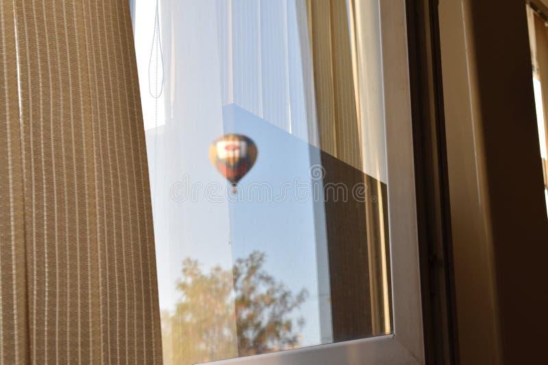 Bola, janela, sombra, nuvens, skyball fotos de stock royalty free