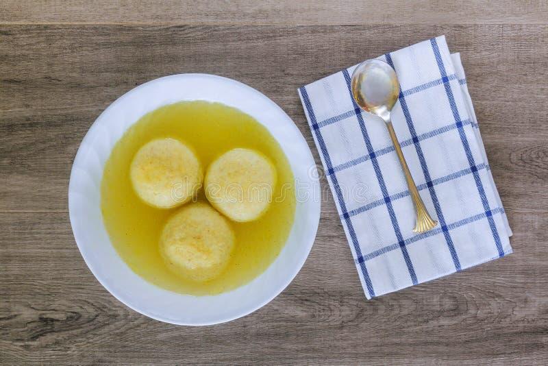 Bola judaica do matzoh da sopa do símbolo do feriado fotografia de stock royalty free