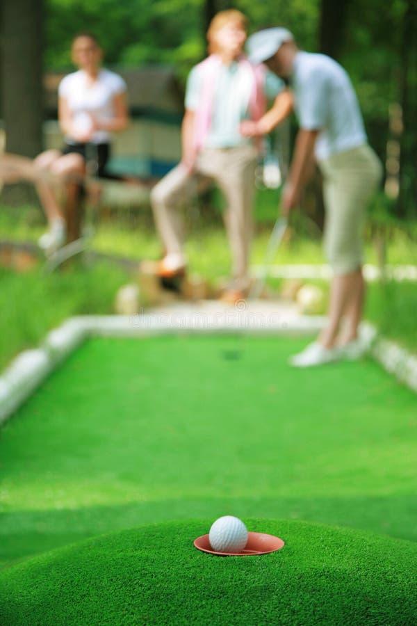 Bola para un golf fotografía de archivo