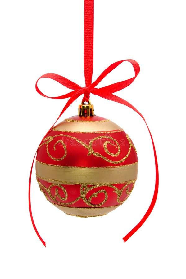 bola Rojo-de oro de la Navidad aislada en blanco imagen de archivo