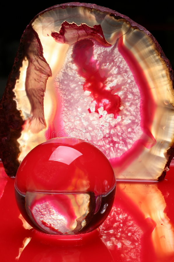 Bola y ágata en luz roja imagen de archivo libre de regalías
