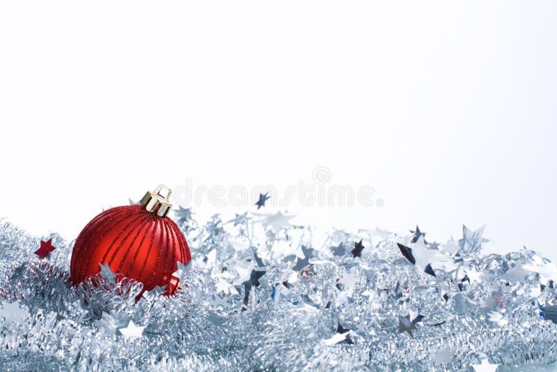 Bola y oropel de la Navidad foto de archivo
