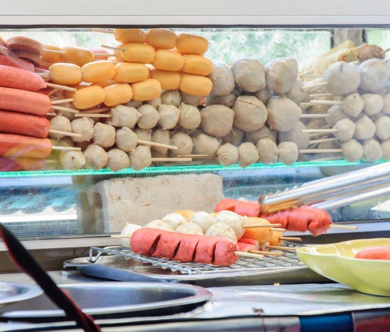 Bola y salchicha tailandesas de carne imagen de archivo