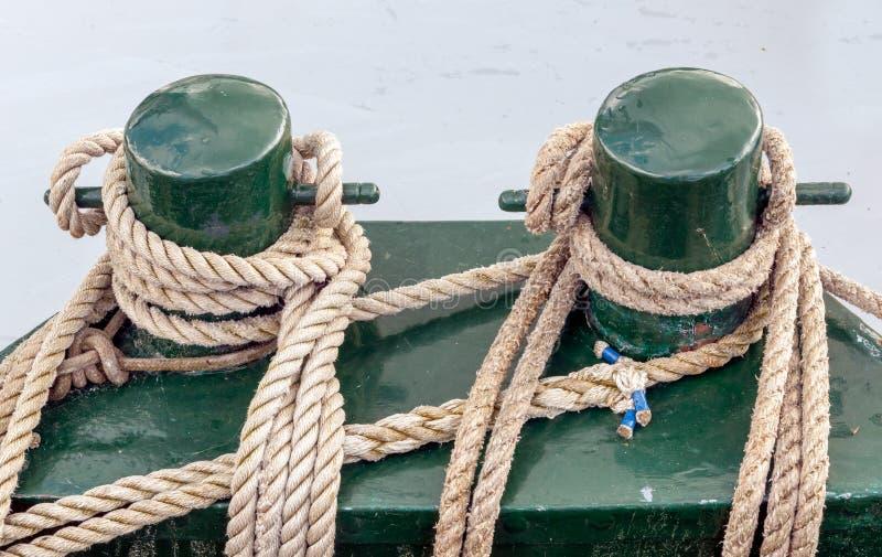 Bolardos de la amarradura en una nave vieja fotografía de archivo libre de regalías