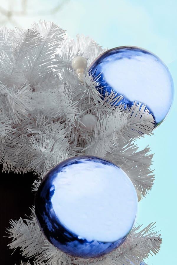 Bolas azuis do Natal imagens de stock royalty free