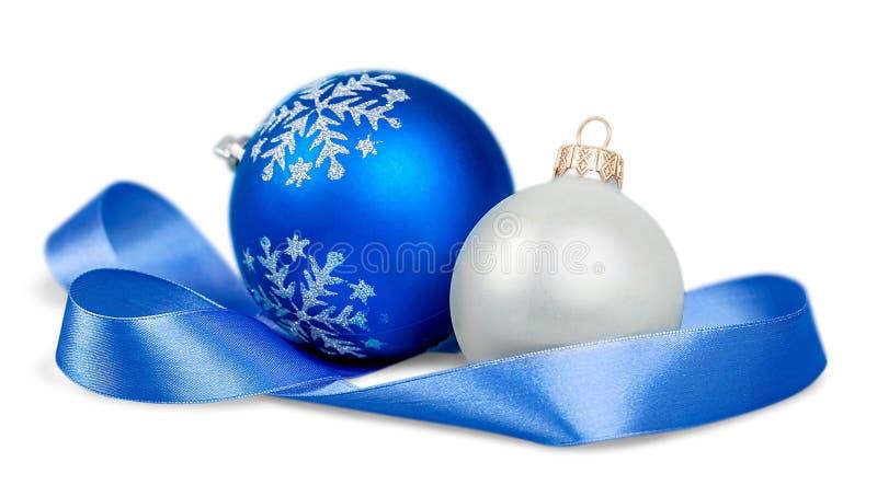 Bolas bonitas do Natal no fundo branco imagem de stock