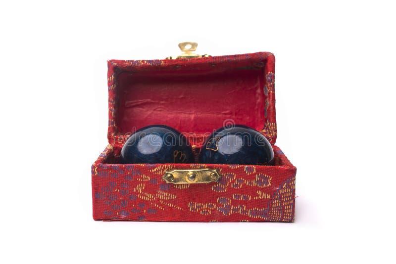 Bolas chinas Yin Yan para la salud aislada en el fondo blanco fotos de archivo libres de regalías