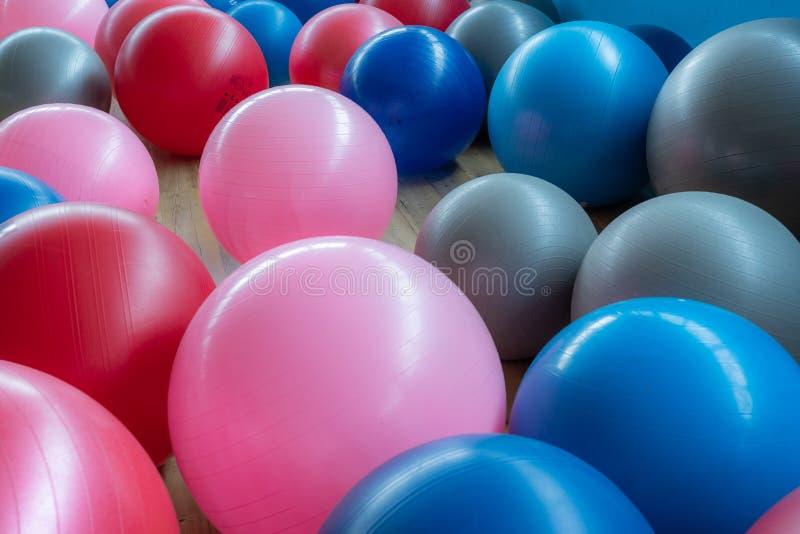 Bolas coloridas del ejercicio fotos de archivo
