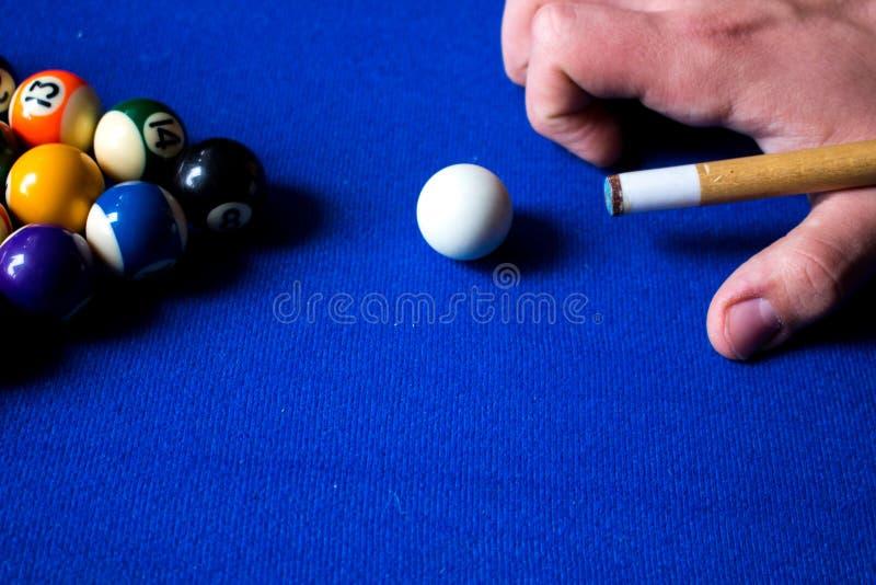 Bolas de billar de la piscina en sistema azul del juego del deporte de la tabla Billar, juego de la piscina fotos de archivo libres de regalías