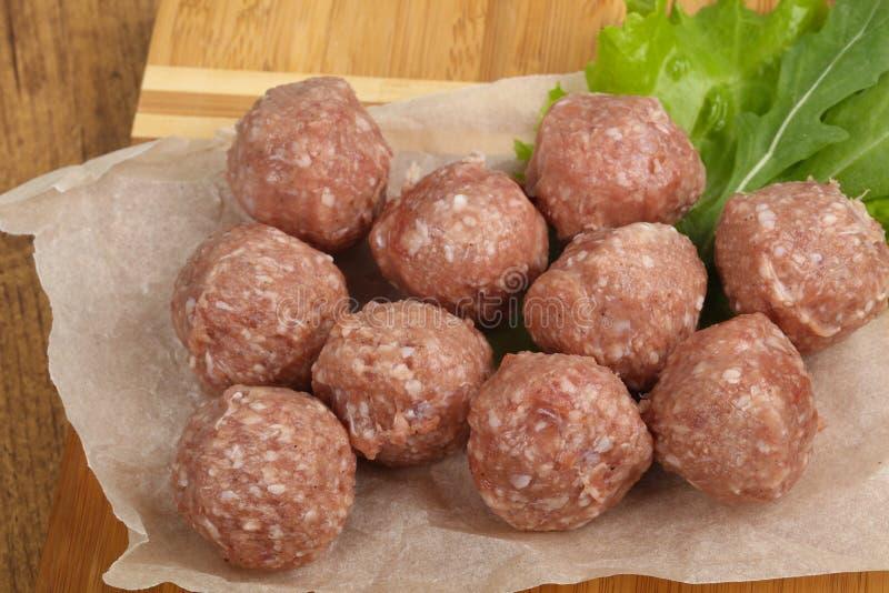 Bolas de carne sin procesar foto de archivo libre de regalías