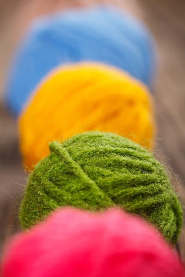 Bolas de confecção de malhas de lãs fotografia de stock royalty free