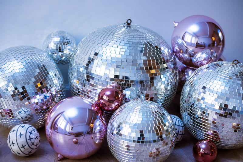 Bolas de discoteca en un partido imagen de archivo libre de regalías