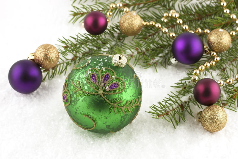 Bolas de la Navidad con las decoraciones imagenes de archivo