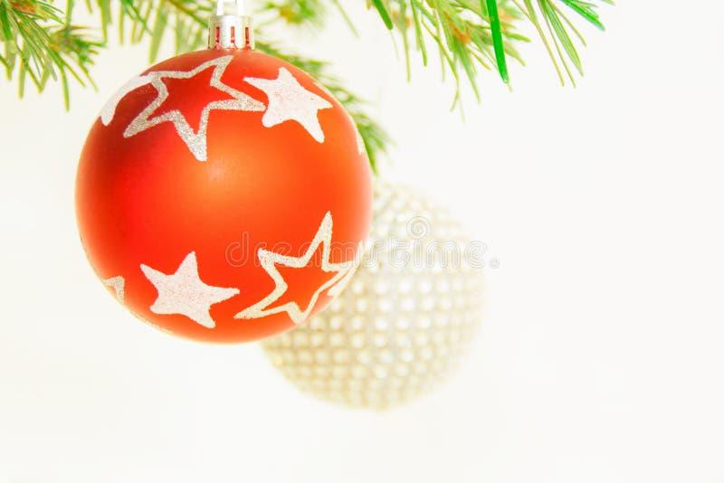 Bolas de la Navidad en árbol fotos de archivo libres de regalías
