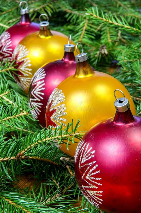 Bolas de la Navidad en fila foto de archivo libre de regalías