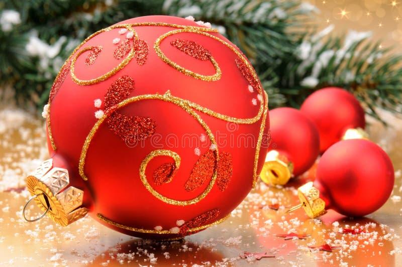 Bolas de la Navidad en fondo festivo fotografía de archivo libre de regalías