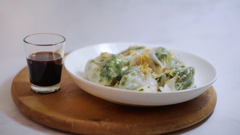 Bolas de masa hervida cocidas al vapor del arroz, aperitivo asiático imagenes de archivo