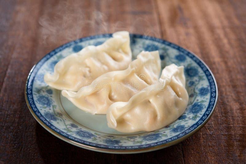 Bolas de masa hervida cocidas al vapor plato chino fotografía de archivo libre de regalías