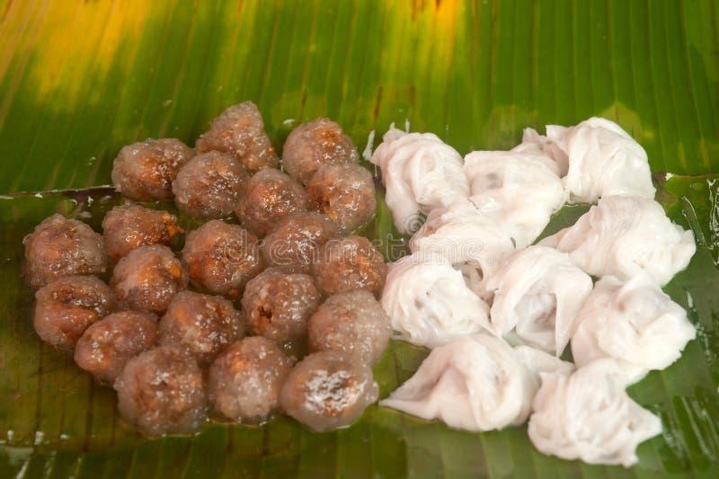 Bolas de masa hervida de la arroz-piel y bolas cocidas al vapor de la tapioca con el relleno del cerdo. fotos de archivo libres de regalías