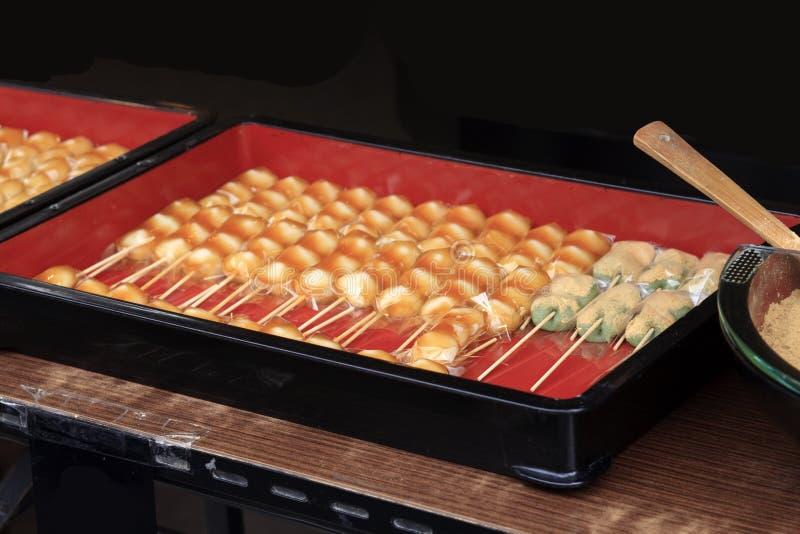 Bolas de masa hervida de Mitarashi imagen de archivo