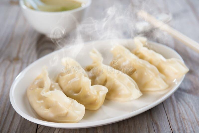 Bolas de masa hervida frescas de la comida china asiática imagen de archivo libre de regalías