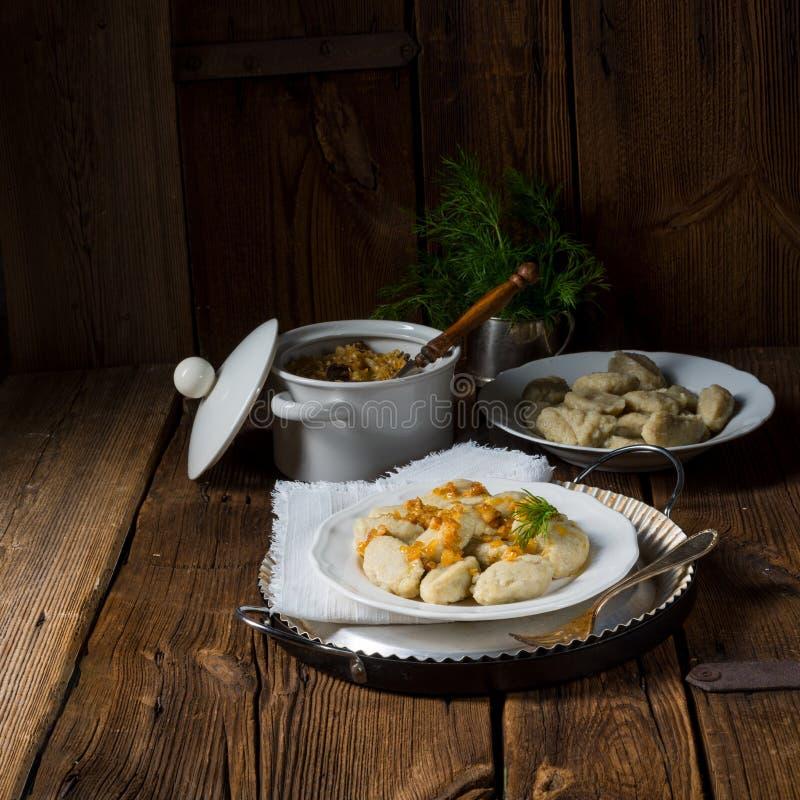 Bolas de masa hervida grises silesias de la patata foto de archivo