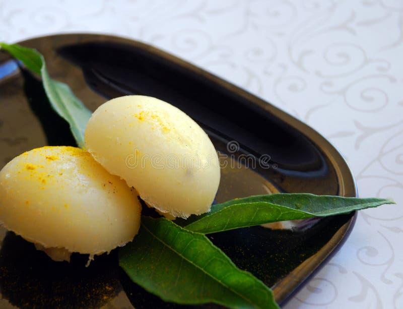 Bolas de masa hervida indias del arroz de los dulces fotos de archivo
