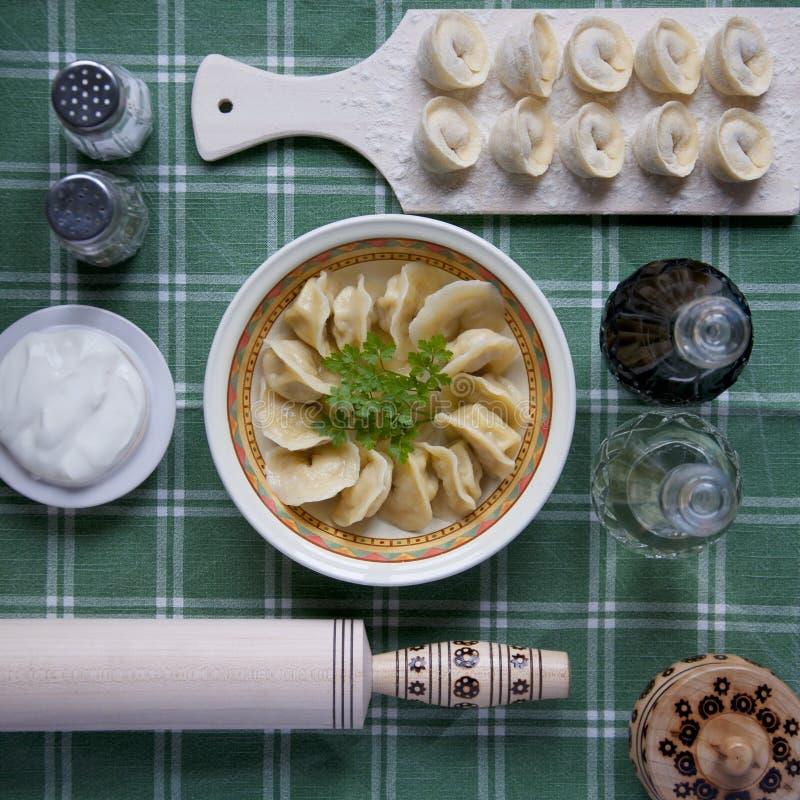 Bolas de masa hervida, plato ruso tradicional imágenes de archivo libres de regalías