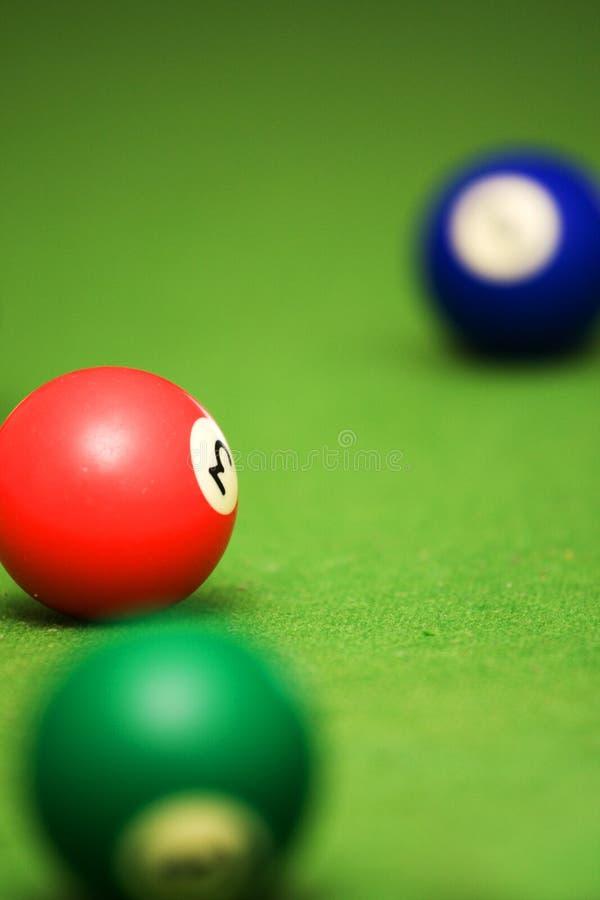 Bolas de piscina en la mesa de billar