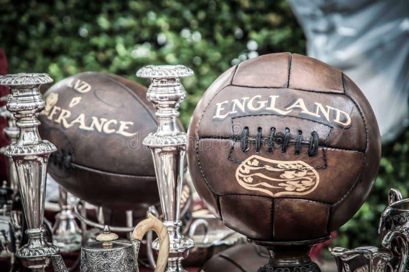 Bolas de rugby velhas do futebol fotografia de stock royalty free