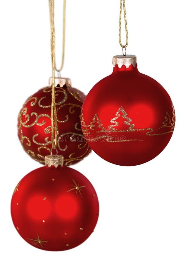 Bolas decorativas do Natal brilhante vermelho isoladas sobre fotos de stock royalty free