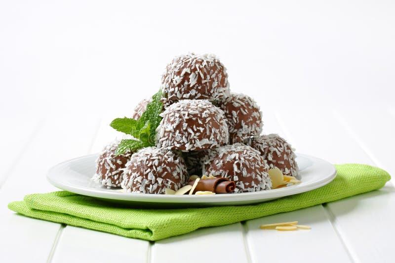 Bolas del coco del chocolate fotos de archivo