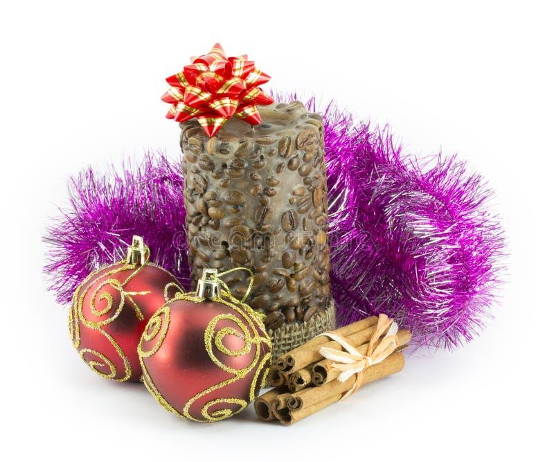 Bolas do ano novo, do Natal, decorações e presentes imagens de stock