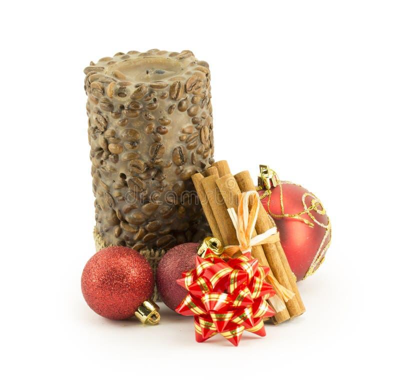 Bolas do ano novo, do Natal, decorações e presentes imagem de stock