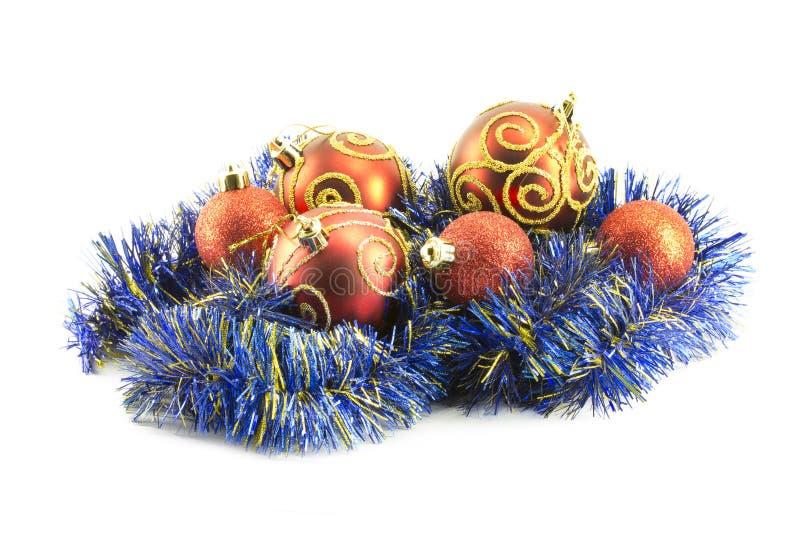 Bolas do ano novo, do Natal, decorações e presentes imagens de stock royalty free