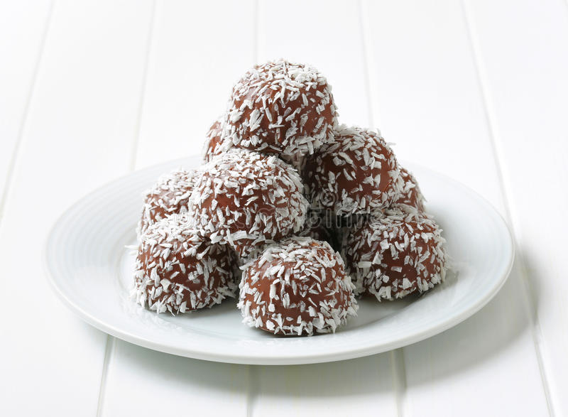 Bolas do coco do chocolate fotografia de stock