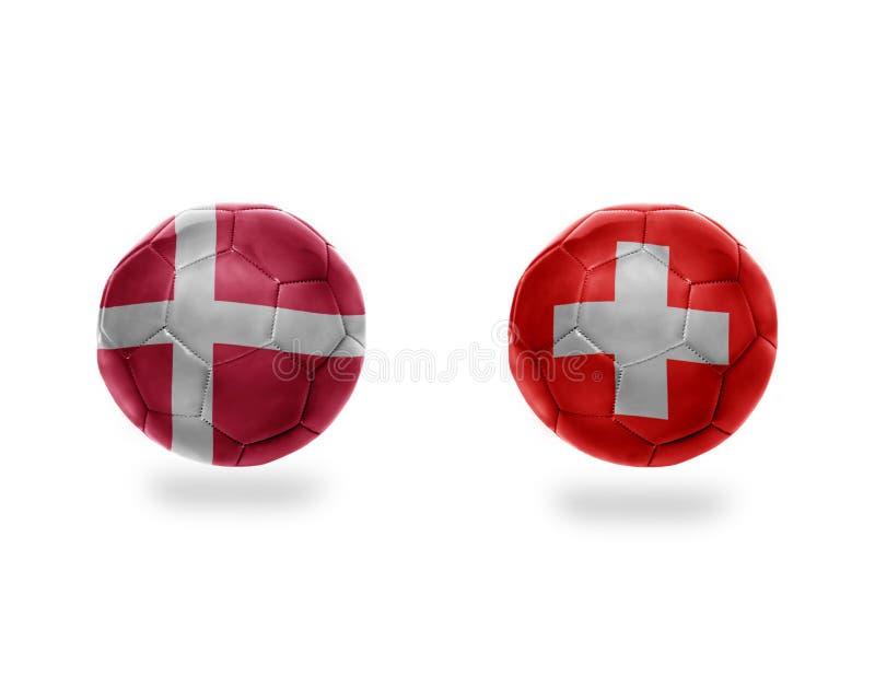 Bolas do futebol com as bandeiras nacionais de switzerland e de Dinamarca ilustração stock