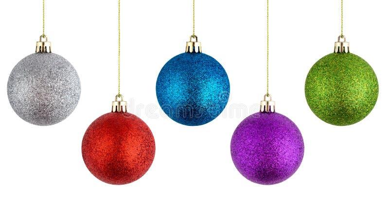 Bolas do Natal que penduram em um fundo branco imagens de stock royalty free