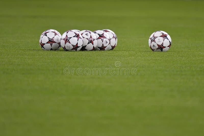 Bolas do oficial da liga de campeões de Uefa fotos de stock
