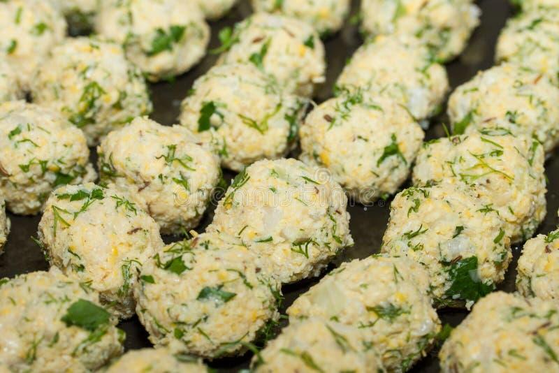 Bolas frescas do falafel do vegetariano, alimento do Oriente Médio foto de stock royalty free